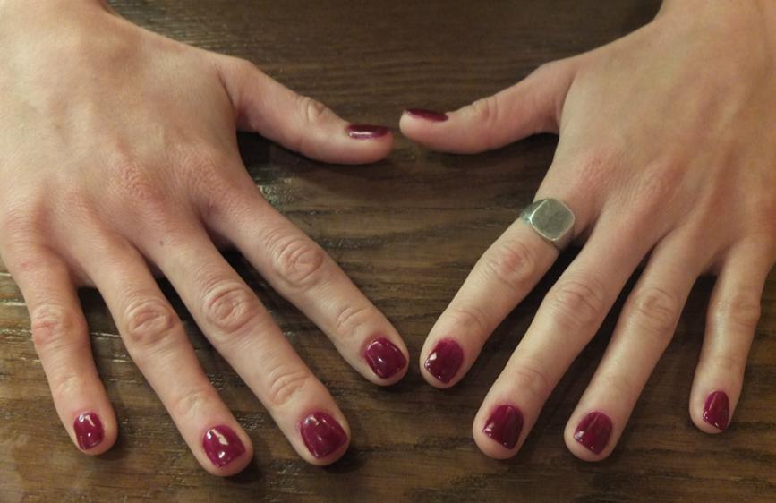 Extensión de uñas con gel orgánico en el centro de belleza Manuel Aranda